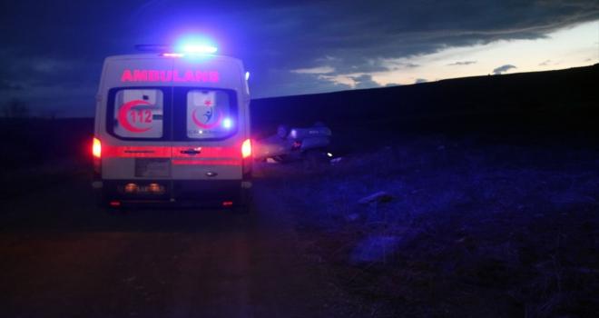 Sivas'ta devrilen otomobildeki 4 kişi yaralandı