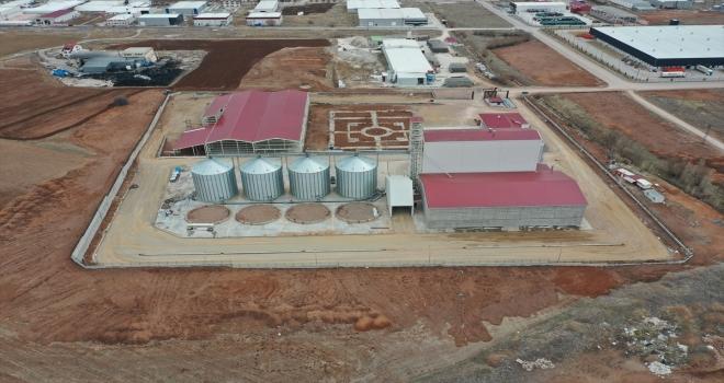 Sivas'ta kamu girişimiyle 50 milyon lira yatırımla kurulan yem fabrikası bölge çiftçisine destek olacak