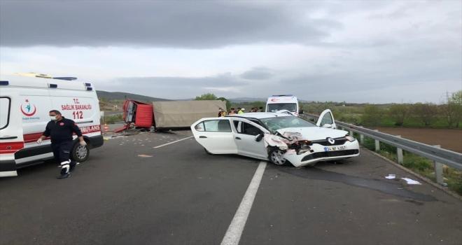 Sivas'ta kamyon ile otomobil çarpıştı: 6 yaralı