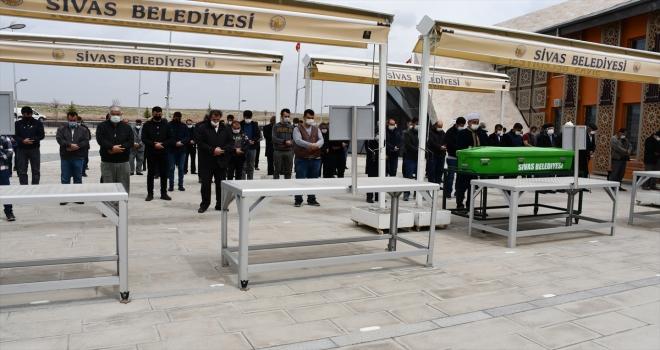 Sivas'ta kocası tarafından bıçaklanarak öldürülen kadının cenazesi defnedildi