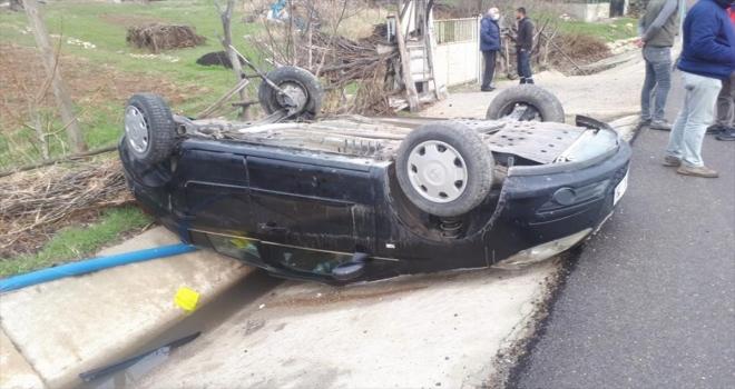 Sivas'ta otomobil devrildi: 2 yaralı