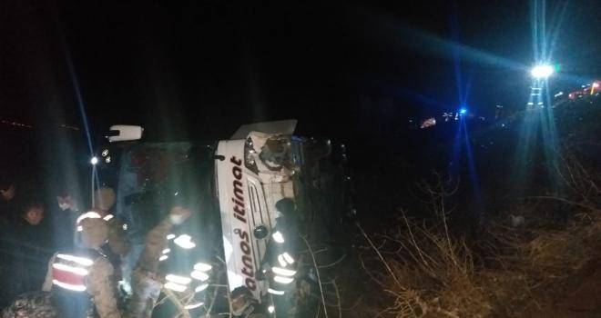Sivas'ta yolcu otobüsü devrildi: 21 yaralı
