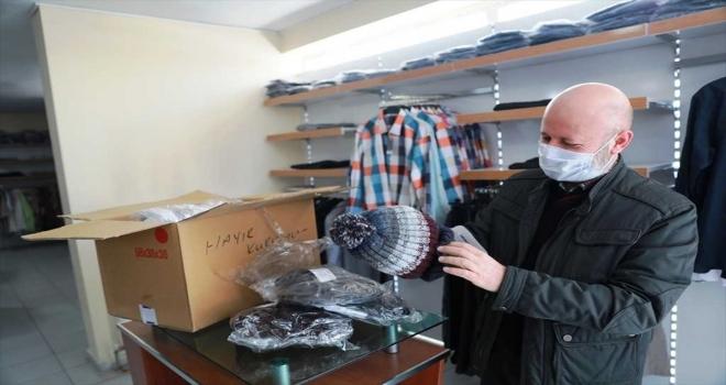 Sosyal Market'te çocuklara bayramlık kıyafetleri dağıtılmaya başlandı