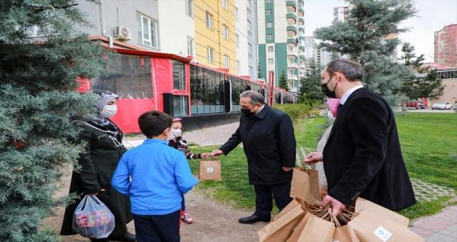 Talas'ta vatandaşlara tatlı ikramı
