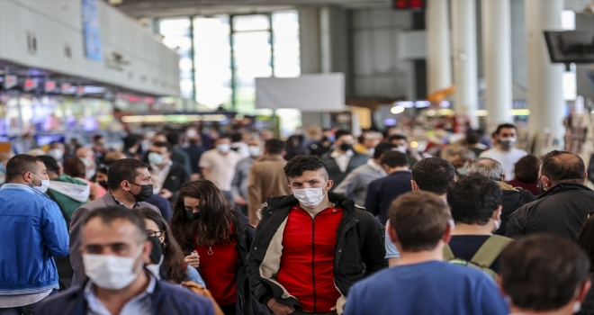 Tam kapanma dönemi öncesi AŞTİ ve Esenboğa Havalimanı'nda yoğunluk yaşanıyor
