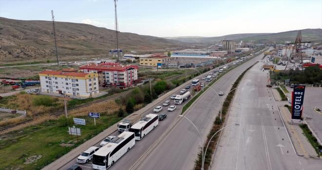 Tam kapanma öncesi Ankara-Çankırı kara yolunda yoğunluk
