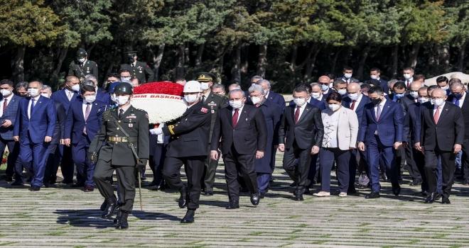 TBMM Başkanı Mustafa Şentop başkanlığındaki devlet erkanı Anıtkabir'i ziyaret etti