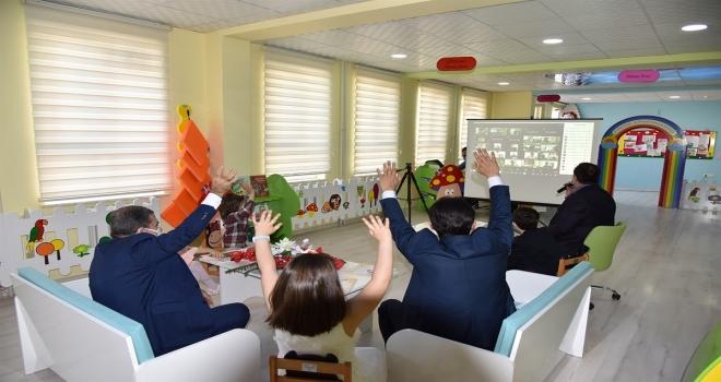 Vali Işık, çocuklarla video konferans yöntemiyle bir araya geldi
