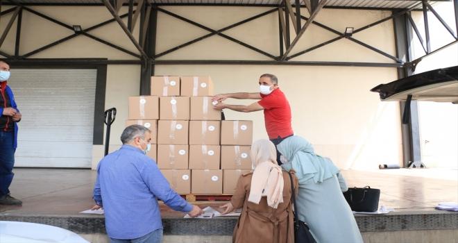 AK Parti Sivas İl Başkanlığı'ndan ihtiyaç sahibi 12 bin aileye erzak ve sıcak yemek yardımı