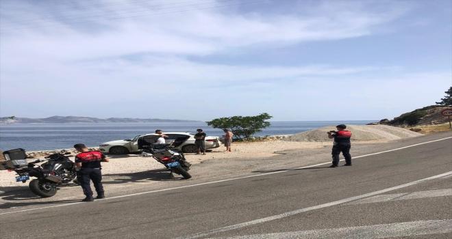 Antalya'da Kovid-19 tedbirlerini ihlal ederek denize giren 3 kişiye ceza