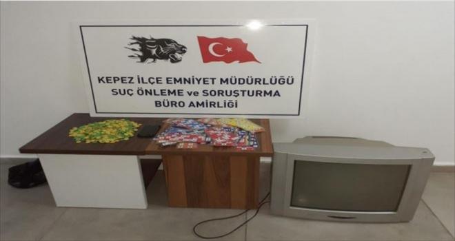Antalya'da kumar oynayan ve Kovid-19 tedbirlerini ihlal eden 16 kişiye para cezası kesildi