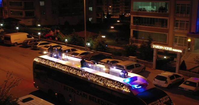 Beypazarı Belediyesi, ses otobüsü ile mahalle mahalle gezerek vatandaşa ilahi ziyafeti sunuyor
