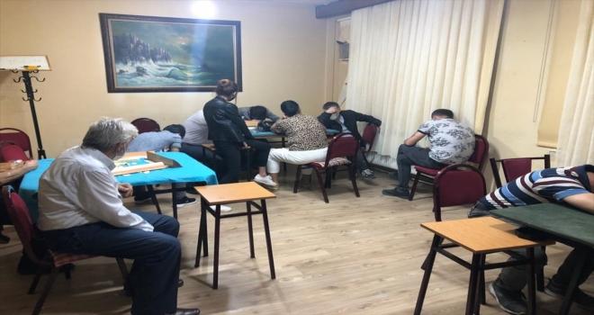 Eskişehir'de ruhsatsız iş yerinde kumar oynayan 17 kişiye para cezası uygulandı