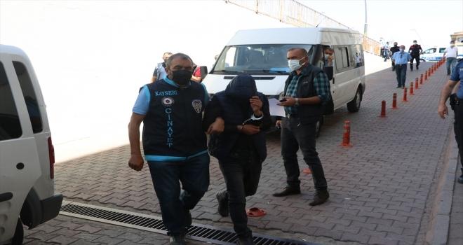 Kayseri'de 1 kişinin öldüğü, 1 kişinin yaralandığı silahlı kavgada gözaltına alınan 7 zanlı adliyede