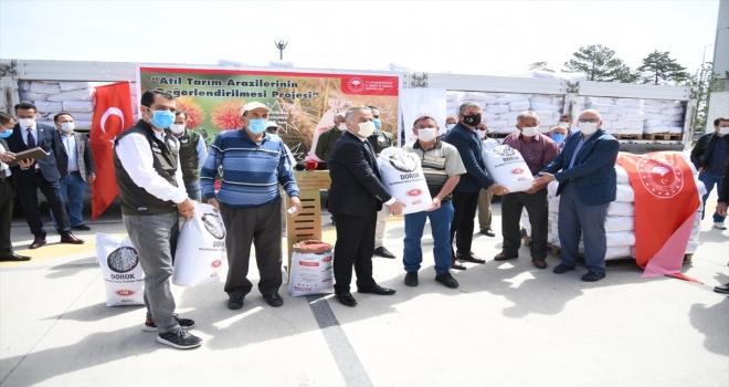 Kayseri'de çiftçiye 50 ton sertifikalı yerli kuru fasulye tohumu dağıtıldı
