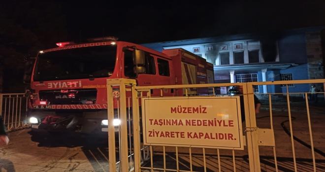 Kayseri'de eski müze binasında çıkan yangın söndürüldü