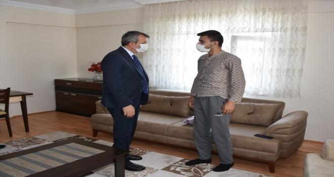 Kırıkkale Valisi Yunus Sezer, yaralı askeri ziyaret etti