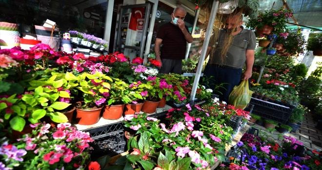 Konya'da çiçekçilerde bahar dönemi yoğunluğu yaşanıyor