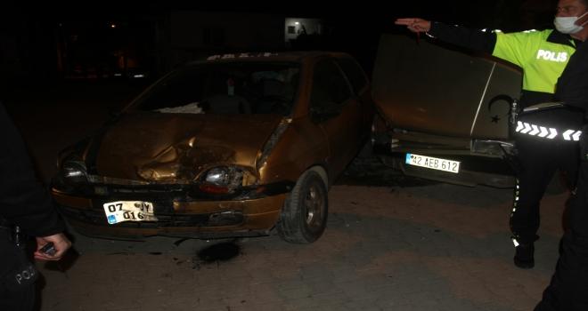 Konya'da iki otomobilin çarpışması sonucu 8 kişi yaralandı