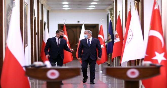 Milli Savunma Bakanı Akar, Polonya Savunma Bakanı Blaszczak ile görüştü