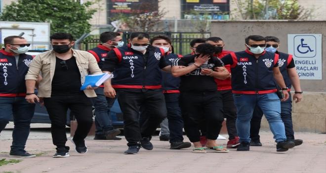 Sivas'ta kayıp gencin cesedinin bulunmasıyla ilgili yakalanan 3 şüpheliden 2'si tutuklandı
