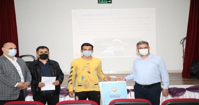 Talas'ta düzenlenen arıcılık kursunu başarıyla tamamlayanlara sertifika verildi