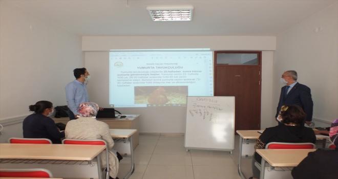 Ulaş'ta damızlık tavuk yetiştiriciliği geliştirme ve uyum eğitimi kursu açıldı