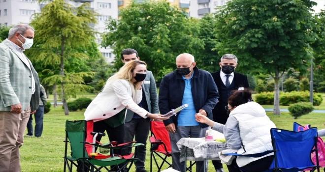AK Parti Eskişehir Çevre Şehir ve Kültür Başkanlığı vatandaşlara fidan dağıttı