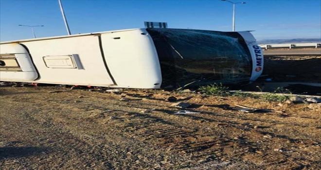 Aksaray'da yolcu otobüsü şarampole devrildi: 3 yaralı