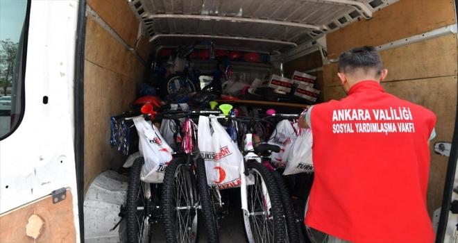 Ankara'da 300 öksüz ve yetim çocuğa bisiklet dağıtıldı, 231 aileye yardım yapıldı