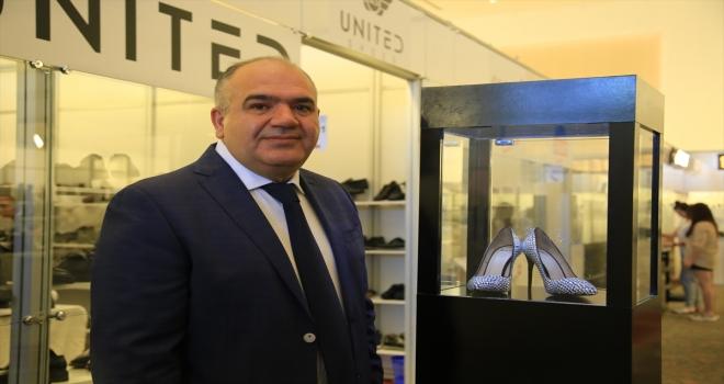 Antalya'da düzenlenen Eksposhoes Ayakkabı Moda ve Saraciye Fuarı, kapılarını açtı