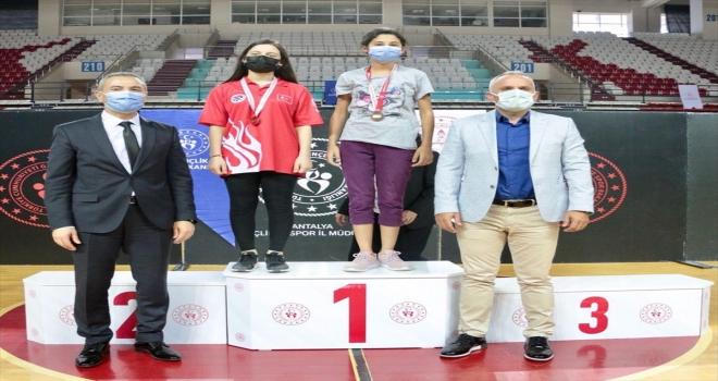 Antalya'da satranç turnuvasında derece elde edenlere ödülleri verildi