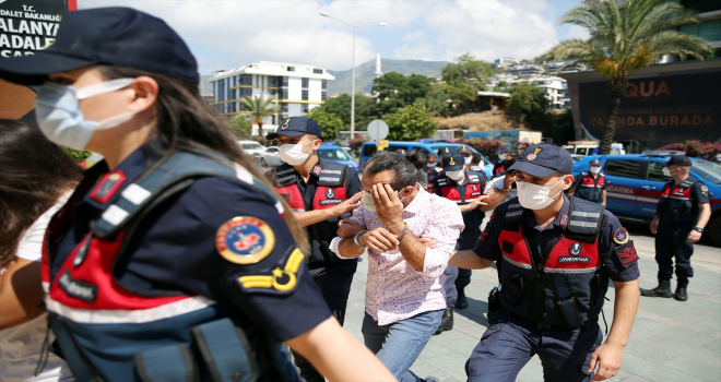 Antalya ve Konya'da göçmen kaçakçılığı yaptıkları iddia edilen 7 şüpheli yakalandı