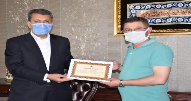 Belediye Başkanı Öntaş belediye personeline teşekkür belgesi verdi