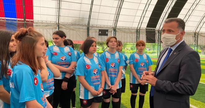 Çubuk Milli Eğitim Müdürü Kılıç'tan, bayan futbol takımına ziyaret