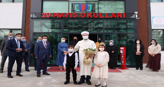 Diyanet İşleri Başkanı Erbaş, 29 Mayıs Okulları Etimesgut Kampüsünü ziyaret etti