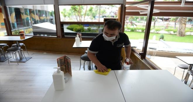 Eskişehir ve Kütahya'da kademeli normalleşme süreci kapsamında yeme içme yerleri açıldı