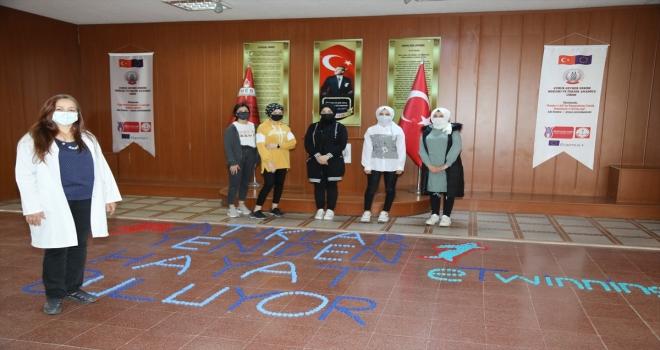 Fazilet öğretmen geri dönüşüm projesiyle 500 öğrencinin üniversiteye hazırlanmasına katkı sağladı