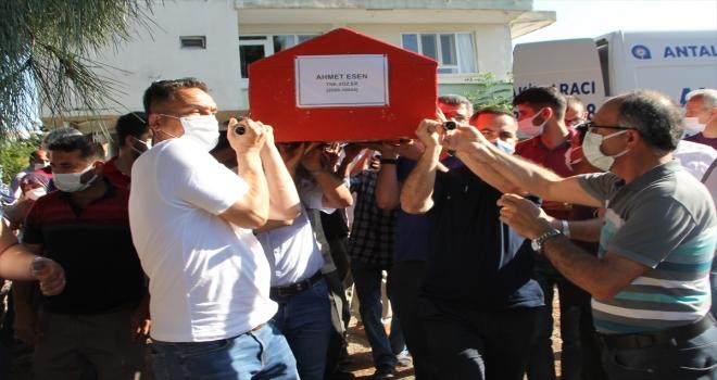 GÜNCELLEME - Antalya'da otomobilin ağaca çarpması sonucu hayatını kaybeden askerin cenazesi defnedildi