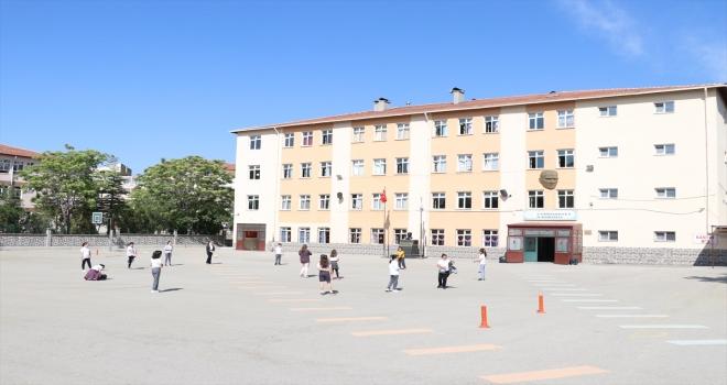 İç Anadolu'da ilkokul ve ana sınıflarında yüz yüze eğitim sevinci yaşandı