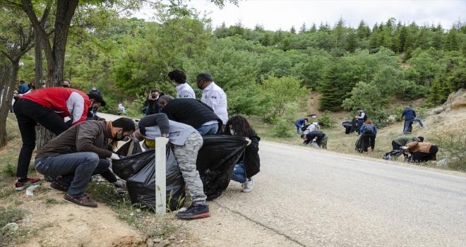 Kahramankazan'da Çevre Günü münasebetiyle mesire alanı temizlendi