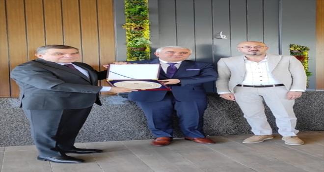 Karaman'da tayini çıkan hakim ve savcılara veda yemeği verildi