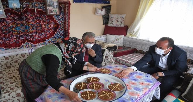 Kayserili 75 yaşındaki Necibe nine, Erciyes'i görme hayalini gerçekleştiren Büyükkılıç'ı evinde ağırladı