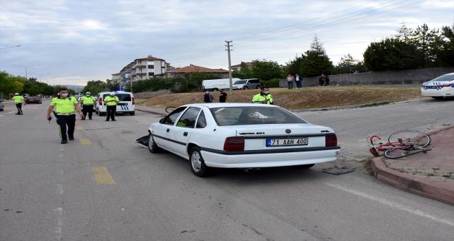 Kırıkkale'de otomobilin çarptığı 2 bisikletli yaralandı
