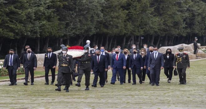 KKTC Cumhuriyet Meclisi Başkanı Sennaroğlu, Anıtkabir'i ziyaret etti