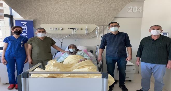 Sivas'ta bir kadının onikiparmak bağırsağındaki kaçak ameliyatsız yöntemle kapatıldı