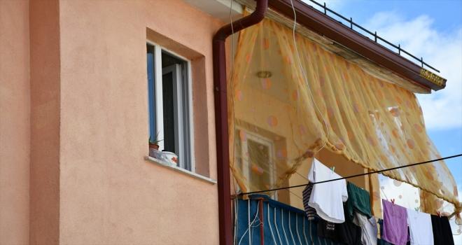 Sivas'ta üçüncü kattaki evin penceresinden düşen çocuk ağır yaralandı