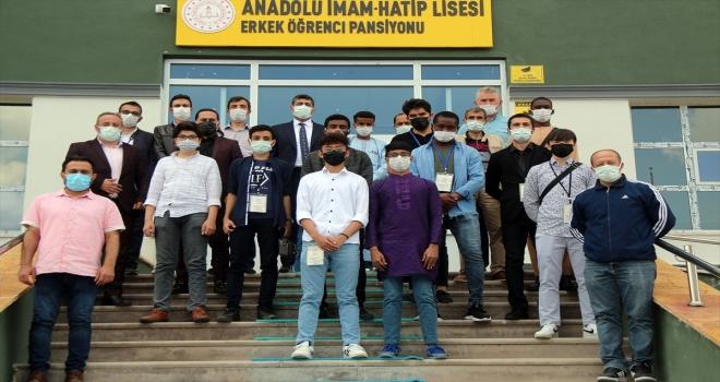 Yabancı uyruklu öğrenciler Şarkışla'da okullarını tanıttı