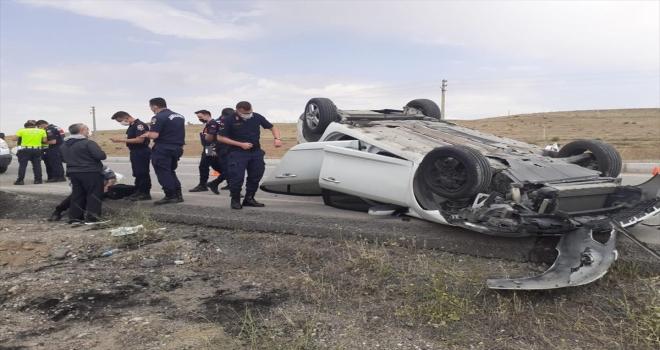 Yozgat'ta devrilen otomobildeki 3 kişi yaralandı