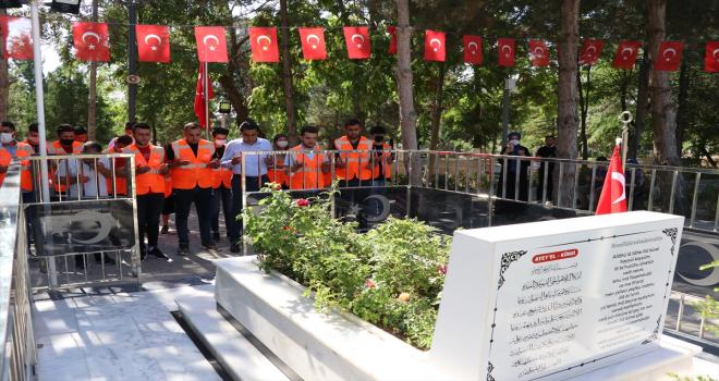 15 Temmuz Demokrasi Şehitliği ile Polis Şehitliği'nde anma programı düzenlendi